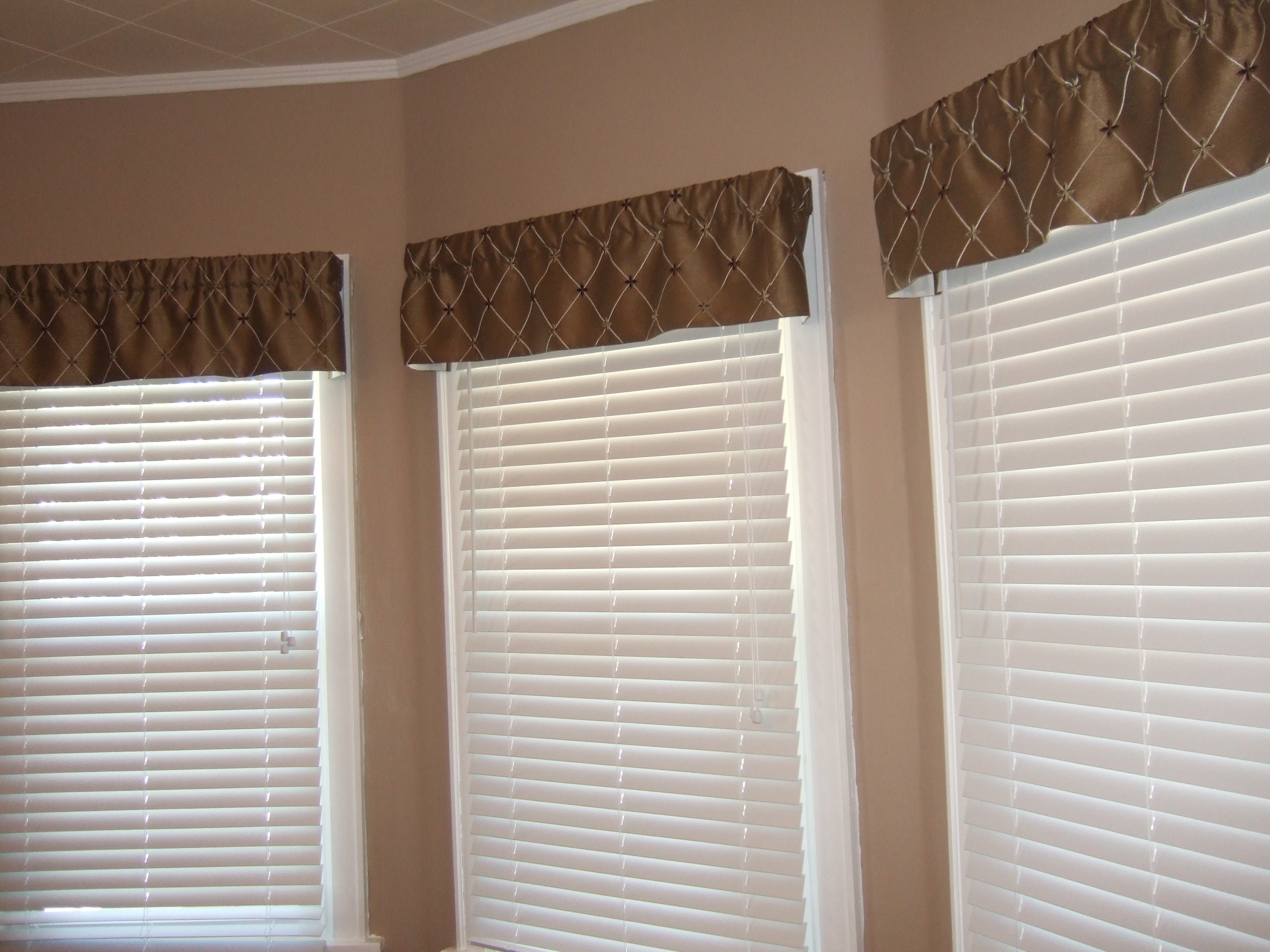 Breakfast Nook Valances!